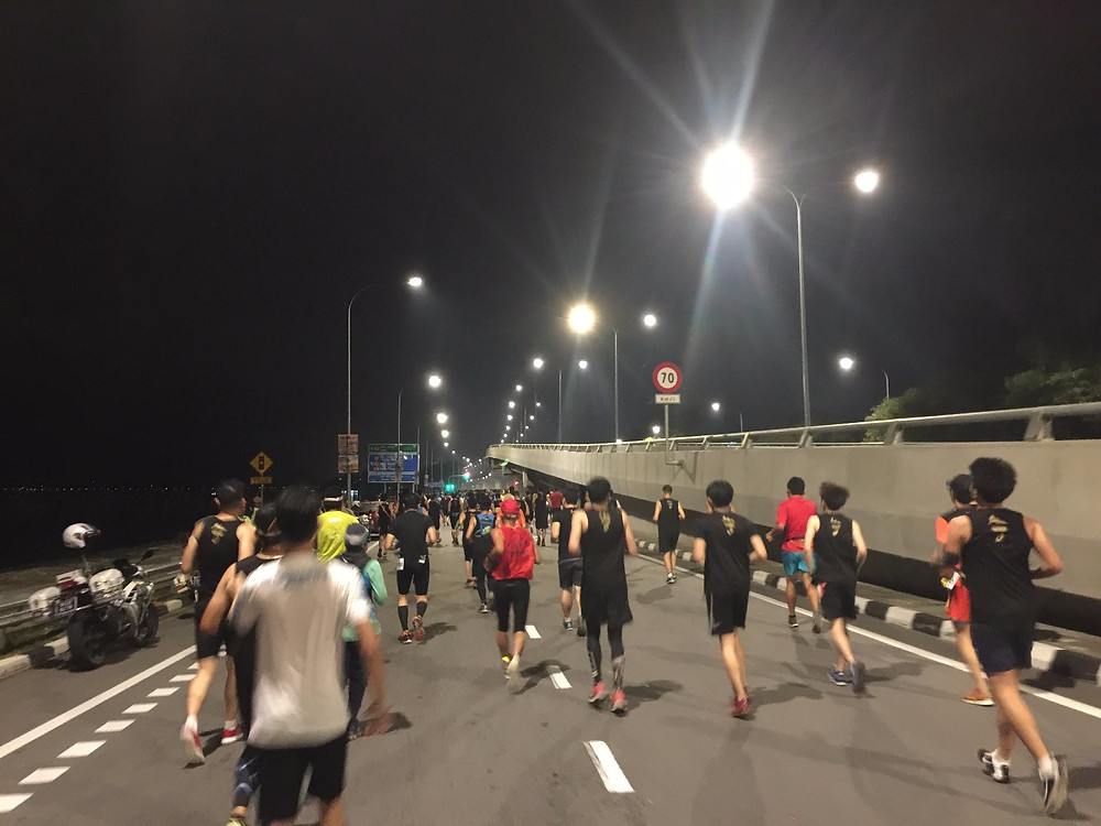 ~2 KM mark, last year it is total dark on the Jalan Dr. Lim Chong Eu along industrial area but at least this round it is bright and safe for runners to run.