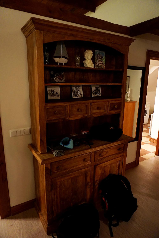 Display cupboard.