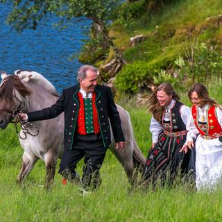 Øvre-Eide Gård i Bergen tilbyr gårdsbesøk, åpen gård og rideturer