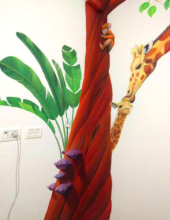 עץ עם עלים וחיות ציור פינתי ריאליסטי לחדר ילדים בצבעי ספריי ואקריליק שיר למדן Shir Lamdan גודל: 2.5x2 מטר רמת פירוט: בינונית - גבוהה משך עבודה: יומיים  מחיר: 2200 ש״ח