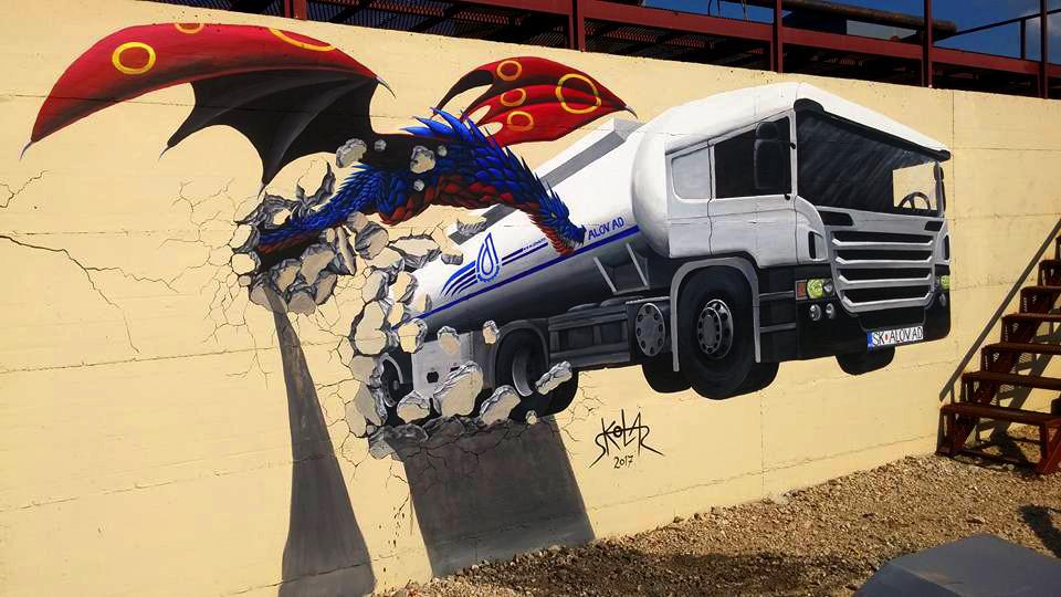 משאית ודרקון יוצאים מחור בקיר ציור קיר תלת מימד בצבעים אקרילים  וספריי שיר למדן Shir Lamdan גודל: 2.5x4.5 מטר רמת פירוט: גבוהה משך עבודה: שלושה ימים מחיר: 4000 ש״ח