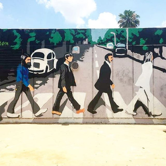 The Beatles - Abbey road שיר למדן Shir Lamdan ציור ספריי על קיר חיצוני גודל: 7x2.5 מטר רמת פירוט: נמוכה - בינונית משך עבודה: יום  מחיר: 1800 ש״ח