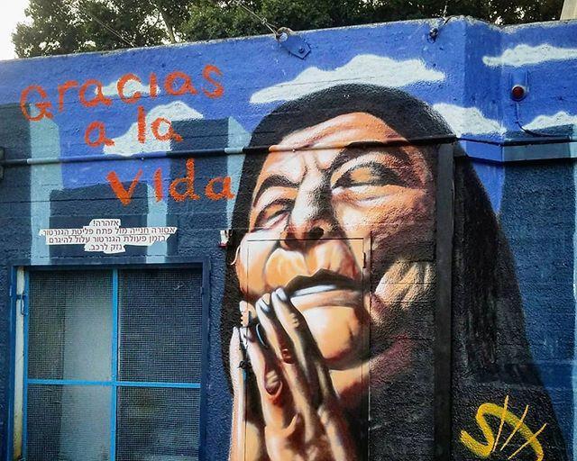 Mercedes Sosa Gracias a la vida שיר למדן Shir Lamdan ציור קיר בספריי גודל: 3.5x2.5 מטר רמת פירוט: בינונית משך עבודה: יום  מחיר: 1500 ש״ח