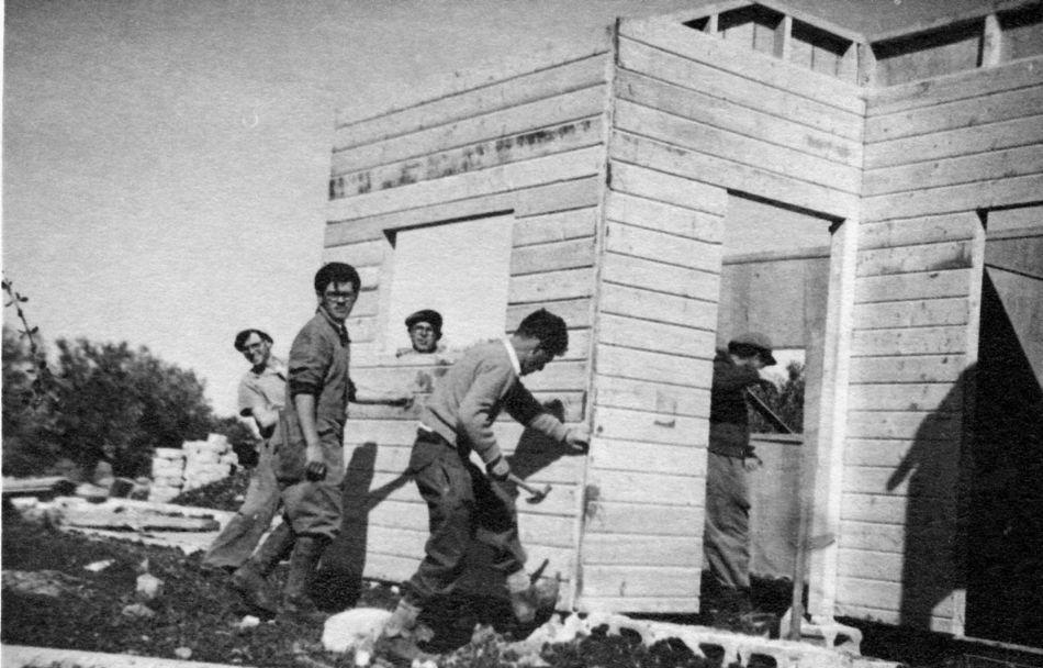 בונים צריפים 1949