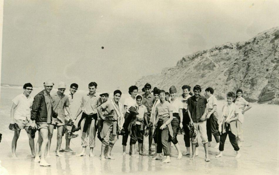 ילדי תיכון בטיול 1965