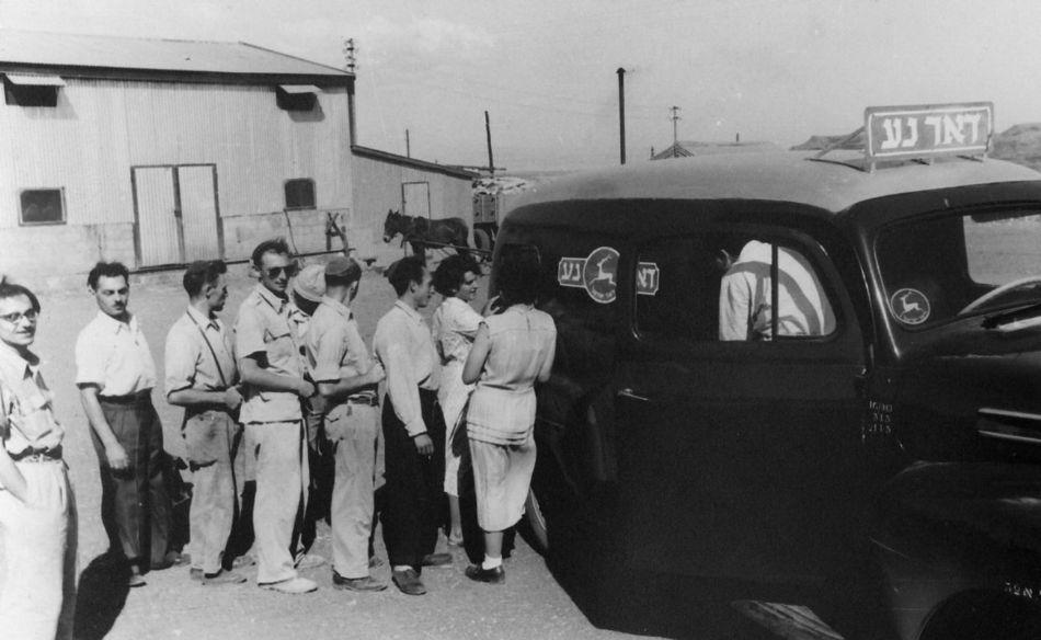 דואר נע מגיע ללביא 1953