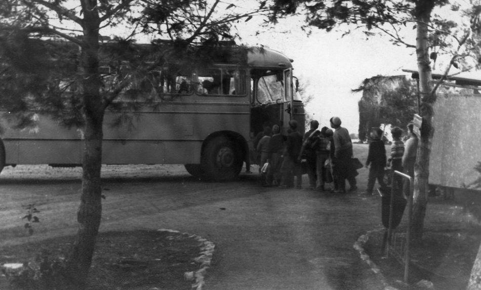 ילדים נוסעים לבית ספר 1960