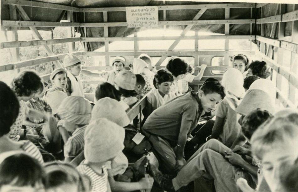 טיול ילדים במשאית  ליילנד 1965