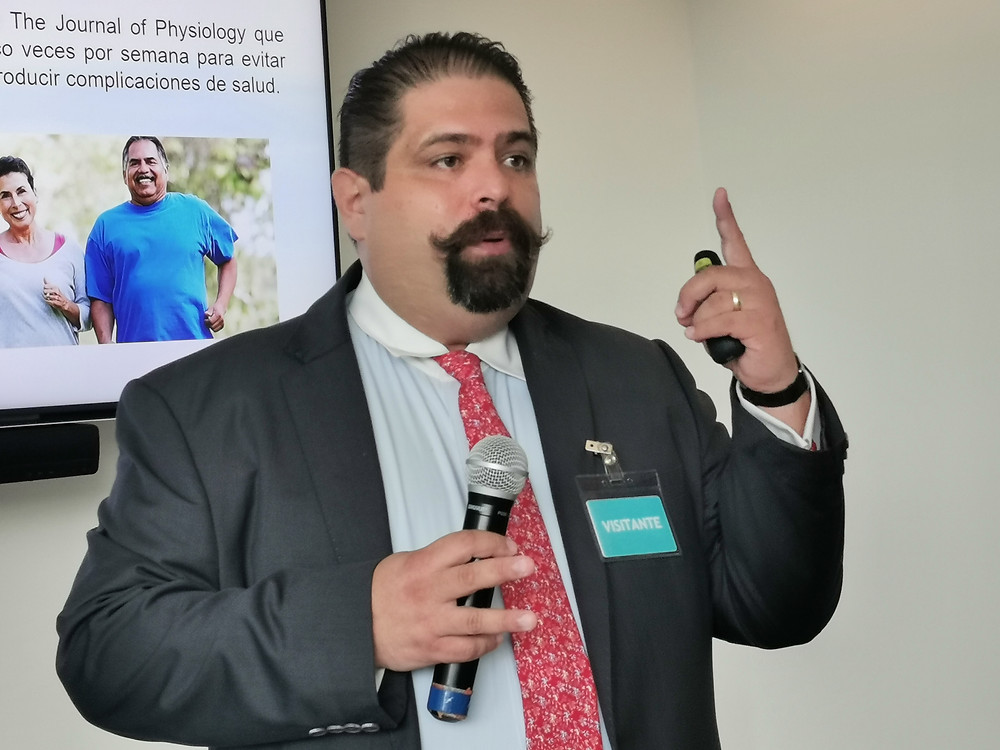 Dr. Carlos Narváez Oriani, cardiólogo clínico, Jefe de la Clínica de Marcapasos del Hospital Tacuba del ISSSTE
