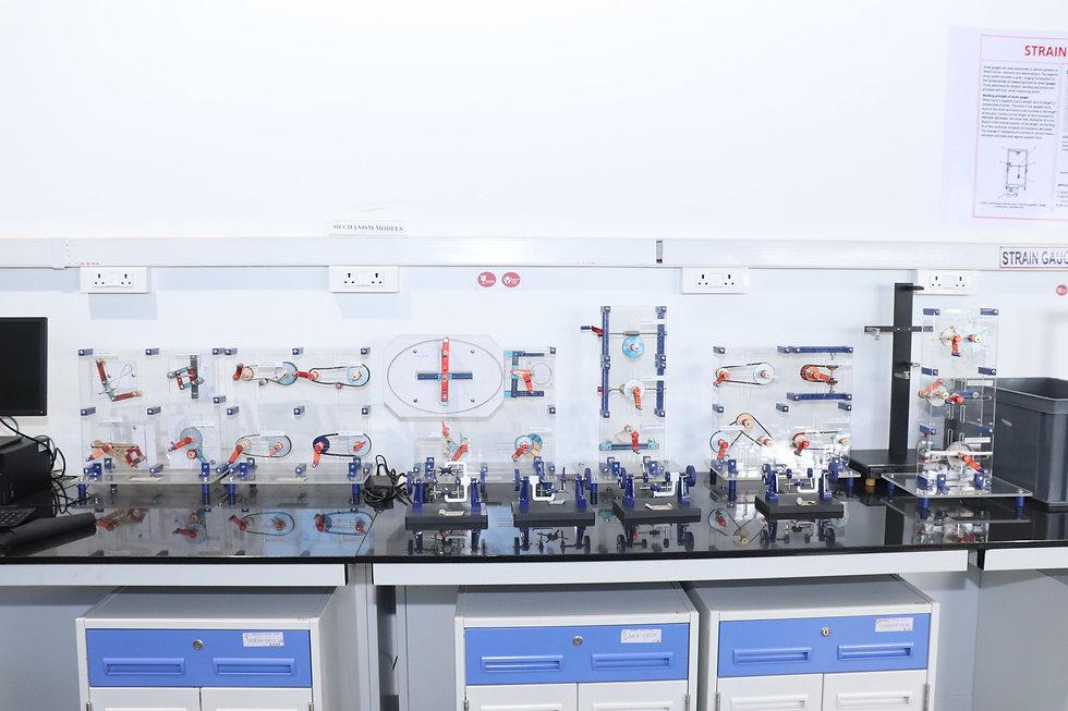 Mechanism models, Applied mechanics lab
