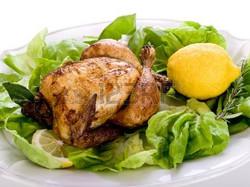 10223400-de-poulet-avec-une-salade-verte