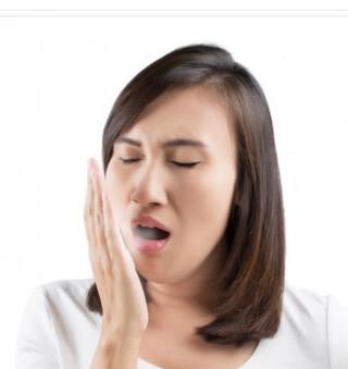 Mau hálito pode ser causado por problemas de estômago?