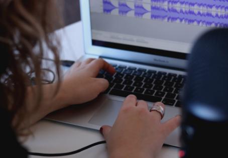A importância da trilha sonora no conteúdo audiovisual - Produtora de vídeo Recstory