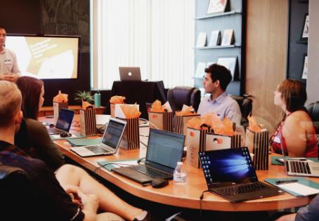 5 vantagens de treinar sua equipe com vídeos - Produtora de vídeo Recstory