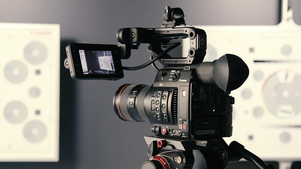 Câmera em produção de vídeos para captura de leads.