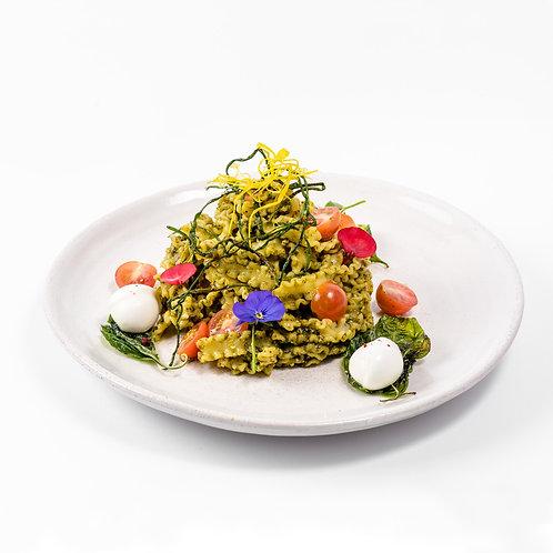 Mafaldines con Pesto de Azotea y Bocconcinis