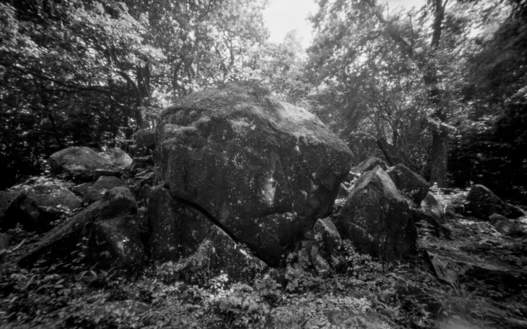 山添村 神野山の磐座。天狗岩