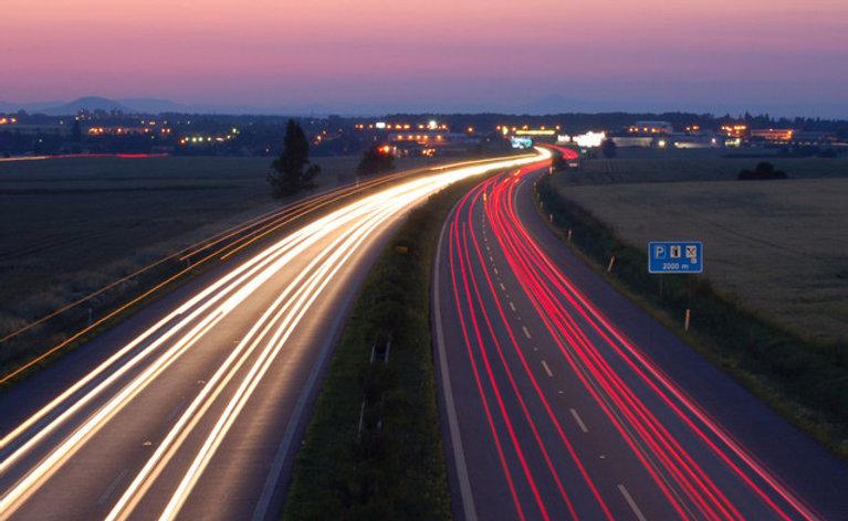 night-highway-1450204-639x392.jpg