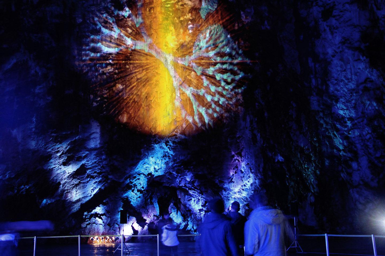 2 Serpentes video cave 2.jpg