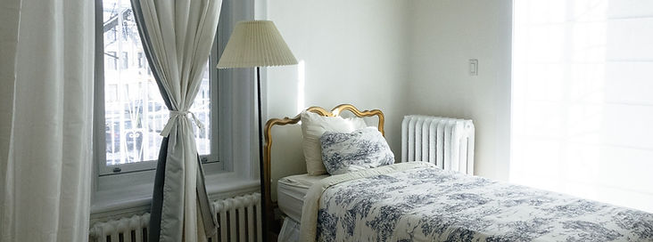 bedroom-690129_1920.jpg