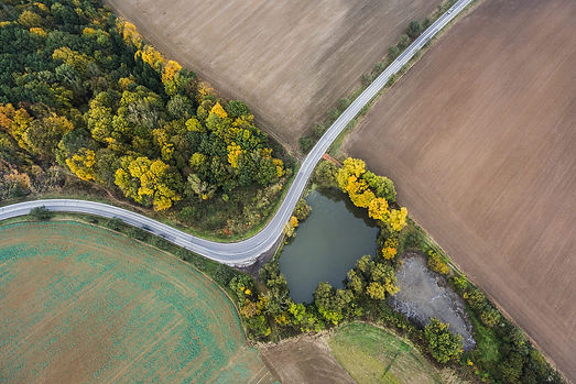 road-from-above-birds-view_free_stock_ph