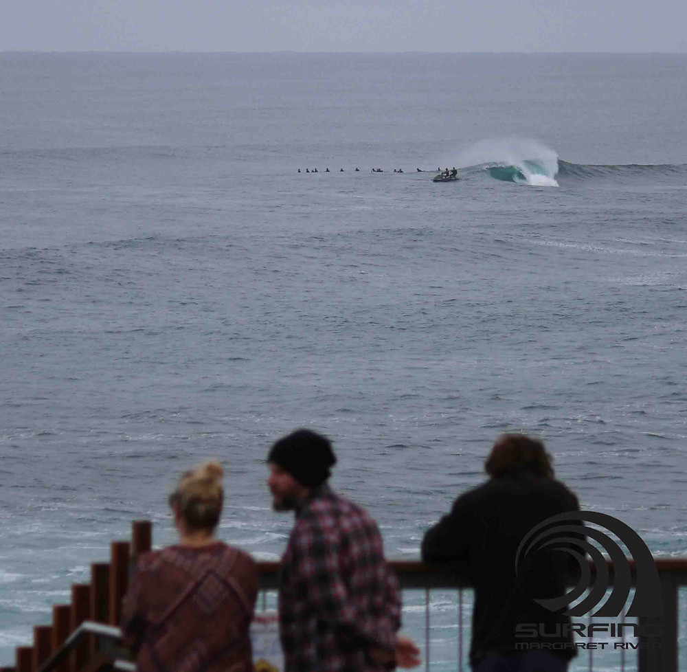 surfers point the box