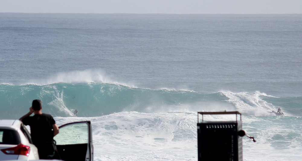 tow in at mainbreak, surfers point