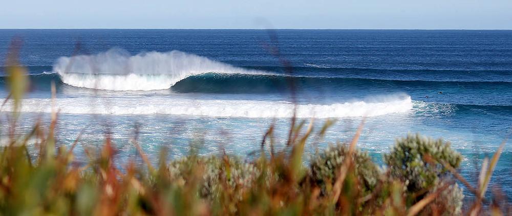 unridden waves, surfers point