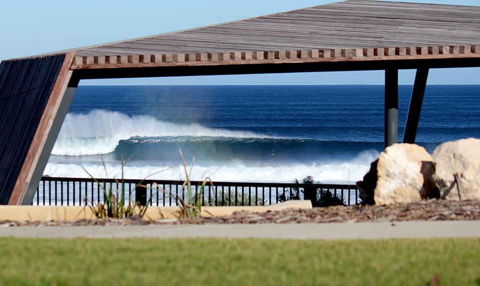 mainbreak, surfers point