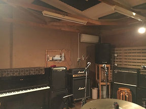※アップライト・ピアノ  はQスタジオに移動しました。