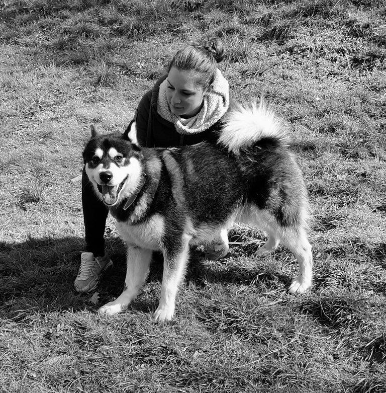 Emilie avec un chien