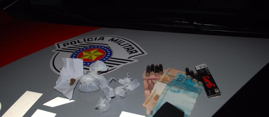 PM e GM de Posse prendem rapaz por suspeita de tráfico de drogas e com munição de uso restrito