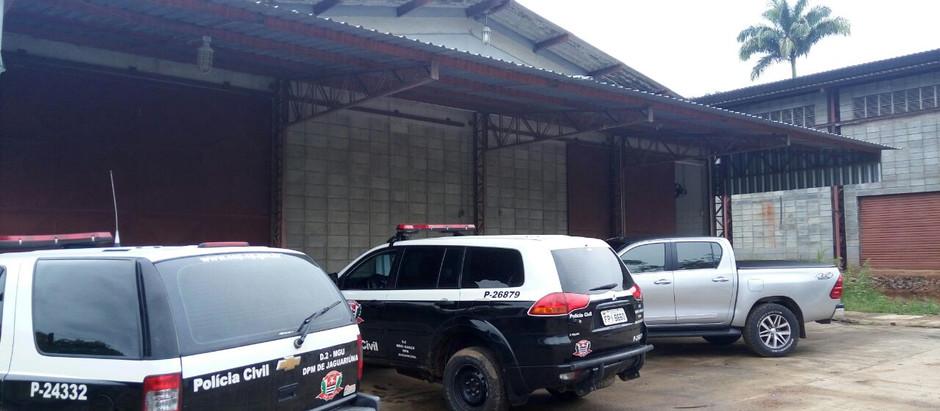 Polícia Civil e fiscais da prefeitura e do estado fecham empresa clandestina que fabricava linguiça