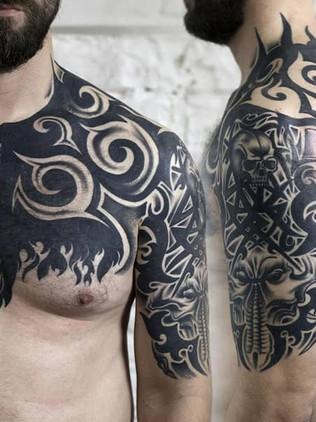 Tatouages Blackwork, Tatouages Noirs, Tatouage Maison Noire, Seins, Tribal