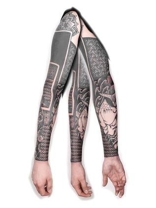 ornamentální tetování - rukáv s japonskou maskou- black house tattoo praha