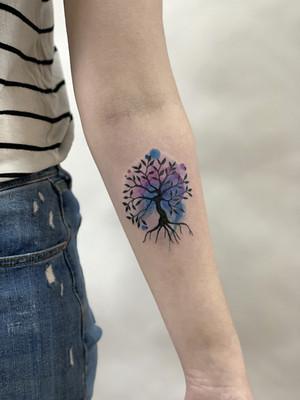 arbre de vie avant-bras - tatouages aquarelle - tatouages aquarelle - tatouage maison noire prague