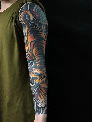Tatouage japonais - Black House Tattoo Prague - pour homme - pour femme - tigre orange