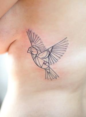 Geometrické tetování - Black House Tattoo Praha - pro ženy - pro muže - na žebra - ptáček