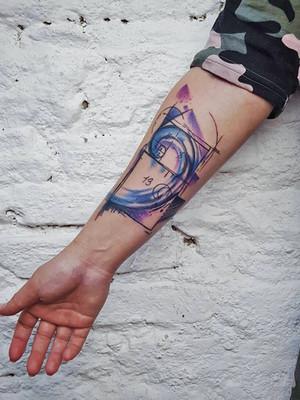 avant-bras coupe or - tatouages aquarelle - tatouages aquarelle - tatouage maison noire prague