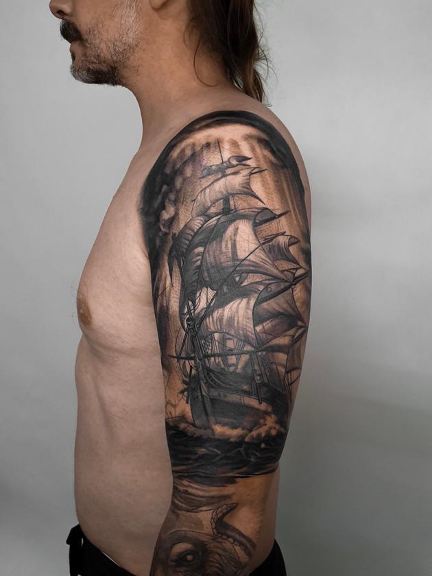 ship sleeve - black and white tattoo - black house tattoo praha