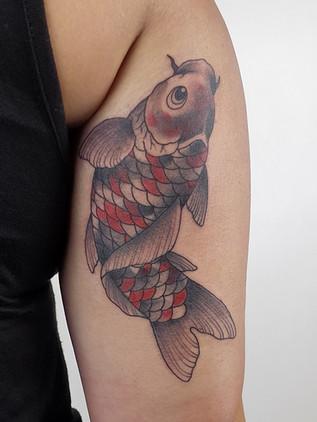 Japonské tetování - Black House Tattoo Praha - pro muže - pro ženy - kapr na ruce pro ženu
