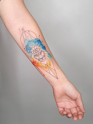 lion geometry red blue - watercolor tattoos - watercolor tattoos - black house tattoo prague
