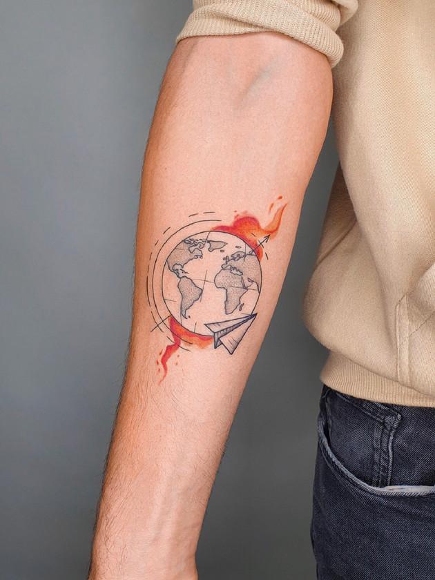 planète terre et propriétaire de papier - aquarelle tatouages - aquarelle tatouages - black house tattoo prague