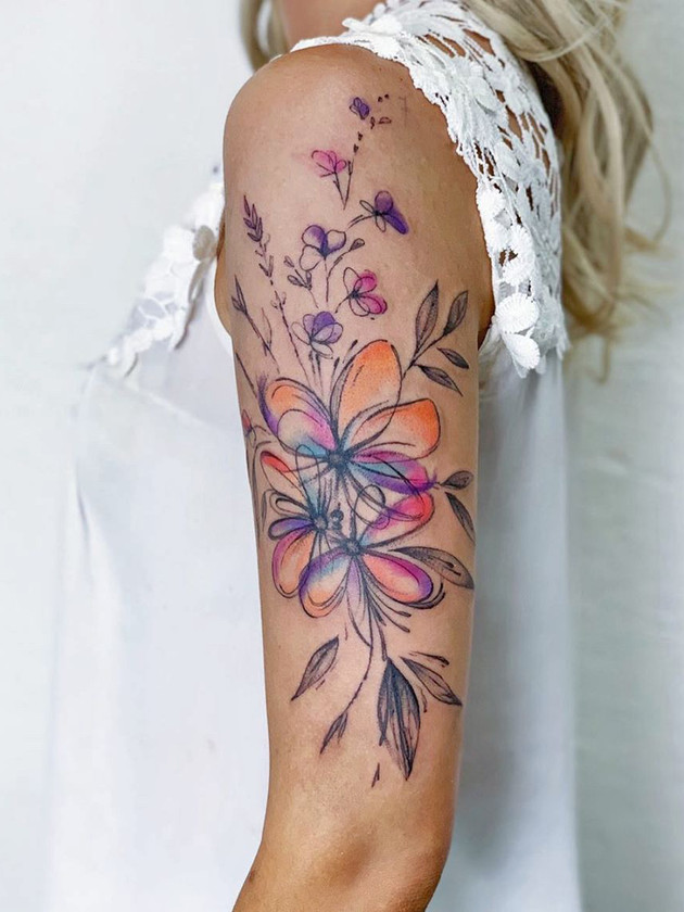 fleurs à la main - tatouages aquarelle - tatouages aquarelle - tatouage maison noire prague