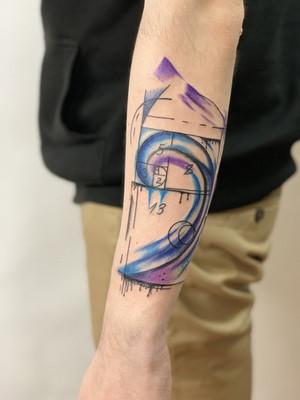 or coupé sur l'avant-bras violet - tatouage aquarelle - tatouage aquarelle - tatouage maison noire prague