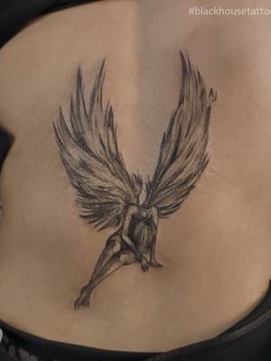 Tetování anděl nad zadek pro ženy