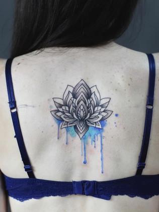 lotus flower back - watercolor tattoo - watercolor tattoo - black house tattoo prague