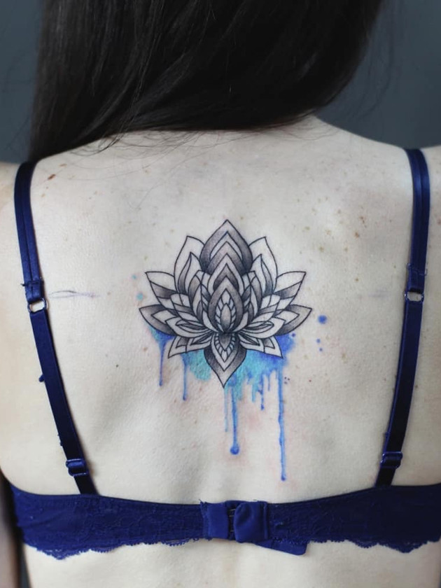 lotus flower back - watercolor tattoo - watercolor tattoo - black house tattoo prague