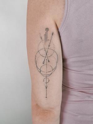 Geometric Tattoos - Black House Tattoo Prague - For Women - For Men - For Hands - Circles