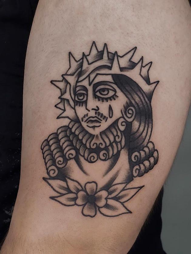 main sur - tatouage oldschool - tatouage maison noire prague